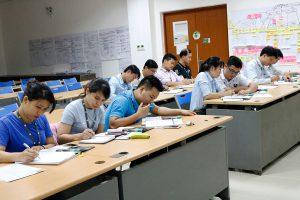 hinh-anh-lop-hoc-tieng-anh-doanh-nghiep-ama-quang-ngai (1)