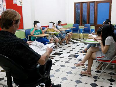 Hình ảnh lớp học tiếng Anh trẻ em của ama